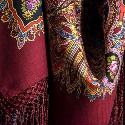 Шерстяные шали 148х148 см с шелковой вязаной бахромой